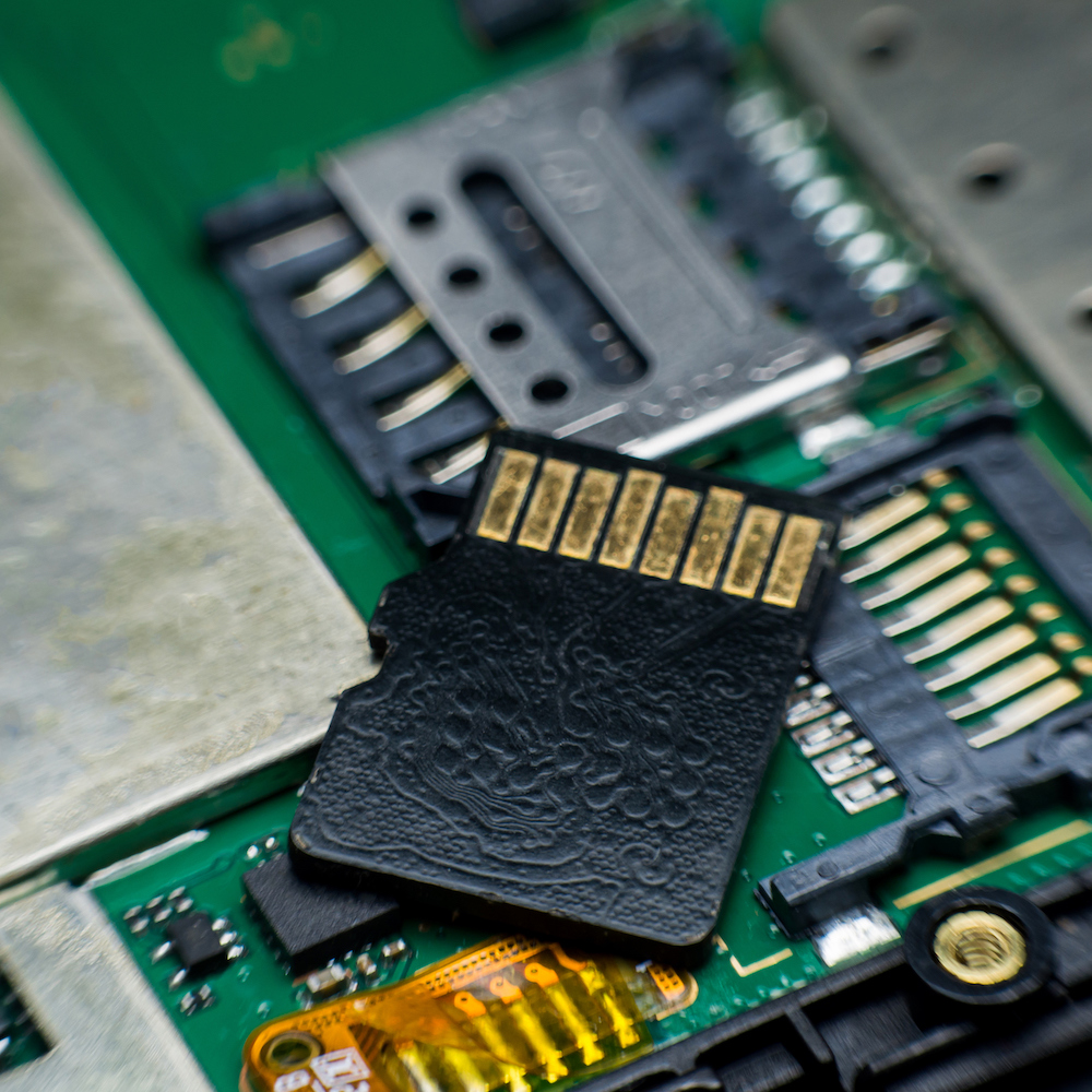 Embedded File Systems: a Tricky Task
