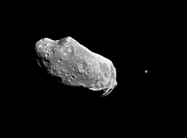 mini-moon-asteroids-could-orbit-earth_50816_600x450.jpg